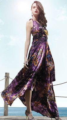 Doridorca'da çok şık gece elbiseleri var. Tam yaz mevsiminin havasına ve ruhuna uygun canlı renkler ve doğal desenlerle süslenmiş bu elbiseler, gecelerde de şıklığı elden bırakmamanızı sağlayacak.